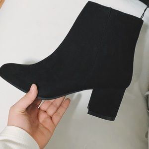 Shoes - Black Chelsea boots booties! 📸😍